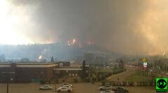 Po zmianie kierunku wiatru ogień bardzo szybko wdarł się do miasta