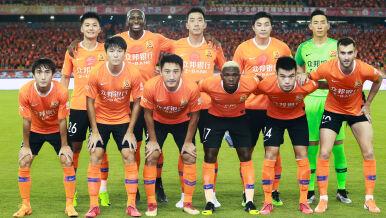 Piłkarze z Wuhan wylądowali w Hiszpanii