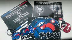 Kartki pocztowe, jake można kupić w sklepiku z pamiątkami w hali Wisły, prowadzonym przez Stowarzyszenie Kibiców Wisły Kraków.