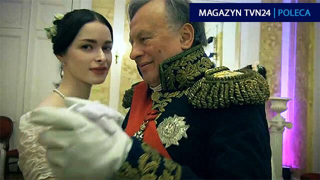 Na balu docent i dziewczyna tańczą walca. Dwa lata później on zabija ją repliką napoleońskiej broni