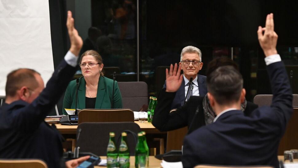 Pawłowicz odpowiadała, Piotrowicz - nie. Oburzenie opozycji i pozytywne rekomendacje kandydatów do TK