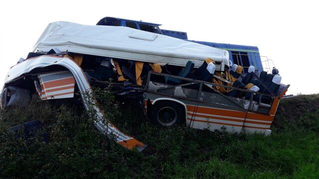 Autobus zderzył się z lokomotywą
