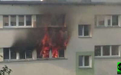 Ogień wychodził oknami. Mieszkanie doszczętnie spłonęło