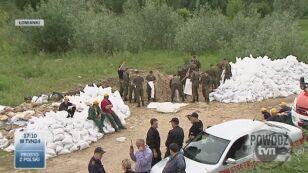 Z powodzią walczą również więźniowie (TVN24)