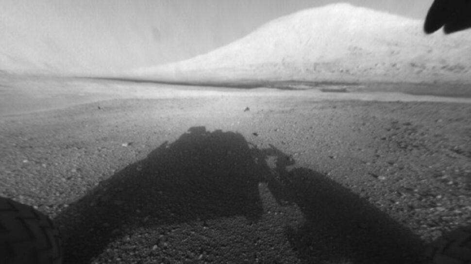 """Krater w """"rybim oku"""" łazika. NASA publikuje nowe zdjęcia z Marsa"""