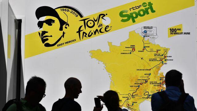Tour de France 2019. Honorowy start, mistrz poprowadziłkolumnę kolarzy