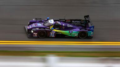 Pod prąd na torze wyścigowym. Niebezpieczny manewr na treningu przed Daytona 24