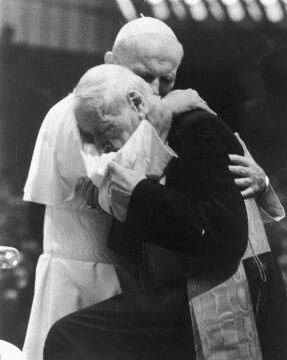 Watykan, 23.10.1978 r.. Jan Paweł II i kardynał Stefan Wyszyński w Auli Pawła VI