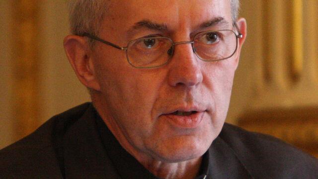 Arcybiskup dowiedział się, że ma innego ojca. Przez alkohol i seks tuż przed ślubem