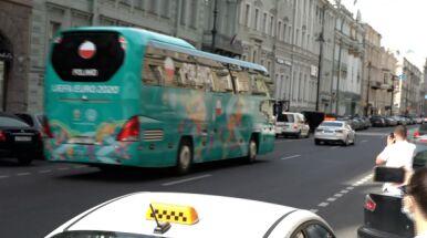 Lewandowski pierwszy w autobusie. Polacy ruszyli na stadion