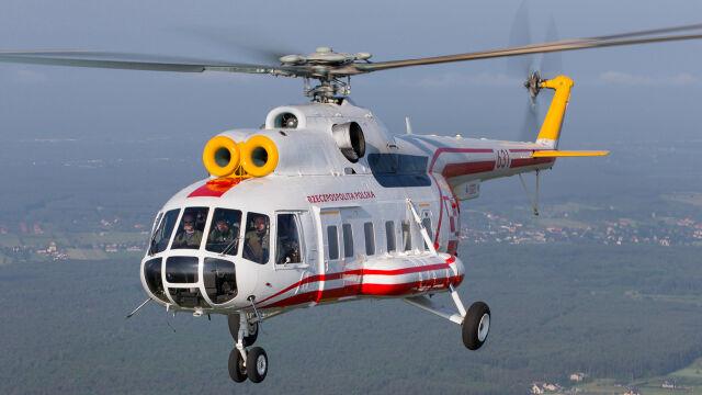 Mi-8 do transportu VIP w charakterystycznym biało-czerwonym malowaniu