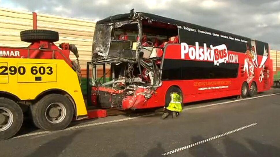 Skoda miała pusty bak, w tirze pękła opona, kierowca busa był bez szans. O tragedii na A2: Splot nieszczęść