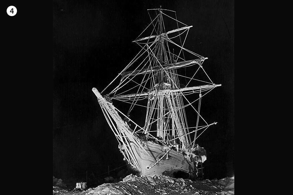 Dryf Endurance uwięzionego w lodzie trwał przez całą arktyczną zimę. Załoga statku przez kilka miesięcy nie widziała słońca.
