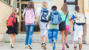 Hall o likwidacji gimnazjów: Szkoły staną się molochami. Będzie to przypominać PRL