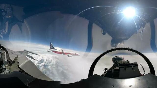 F16 eskortują biało-czerwonego boeinga. Wojsko upubliczniło nagranie