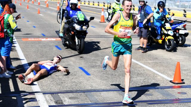Biegł po złoto w maratonie, padł w końcówce. Odmawiał pomocy