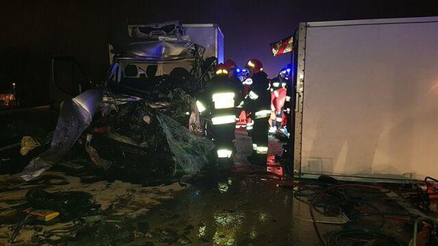 Kierowca samochodu dostawczego zginął w karambolu na A4
