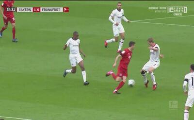 Faul na Lewandowskim, potem gol z Eintrachtem