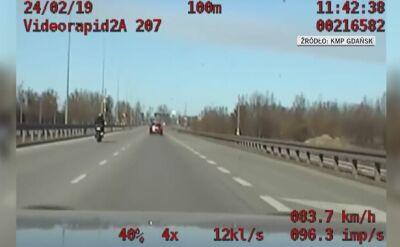 Motocyklista z sądowym zakazem prowadzenia pojazdów pędził 200 km/h (wideo bez dźięku)