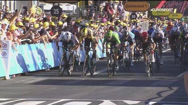 Faul Petera Sagana na finiszu 11. etapu Tour de France