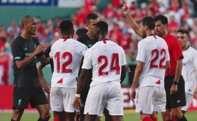 Sevilla pokonała Liverpool, bandycki faul w sparingu
