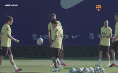 Gracze Barcelony trenują w katalońskim słońcu
