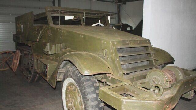 Amerykański pojazd kołowo-gąsiennicowy Half Track M4A1 trafił do poznańskiego muzeum