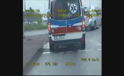 Zepsutą karetkę eskortowała policja