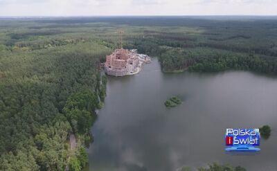W puszczy powstaje zamek na wodzie. Inwestycję sprawdzają CBA i ministerstwo