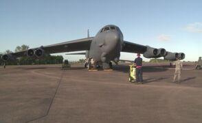 Bombowiec B-52 przygotowuje się do startu