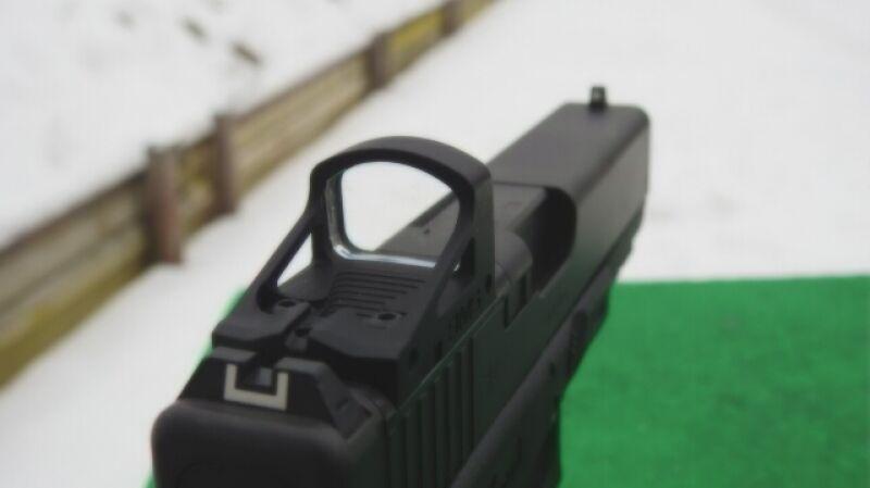 Nowy celownik do pistoletów - mała czerwona kropka