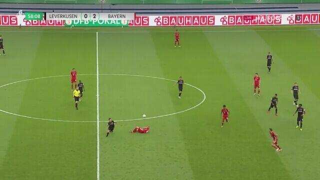 Nietypowy gol Roberta Lewandowskiego w Pucharze Niemiec. Pomógł bramkarz