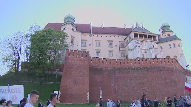 """""""To jest Wawel, nie Nowogrodzka"""" vs. """"Biała róża – rozróba duża"""""""