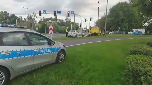 Usuwanie auta ze skrzyżowania w Skoczowie