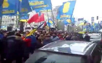Kolumna ludzi zmierza na Majdan