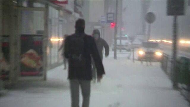 W Szczecinie wieje silny wiatr i pada śnieg