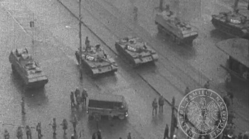 13 grudnia rozpocząłsię w Polsce stan wojenny