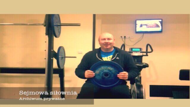 Poseł Szymon Ziółkowski w sejmowej siłowni