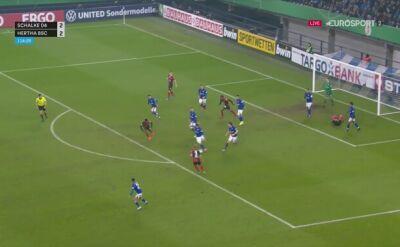 Benito Raman pokonał bramkarza Herthy i dał awans Schalke