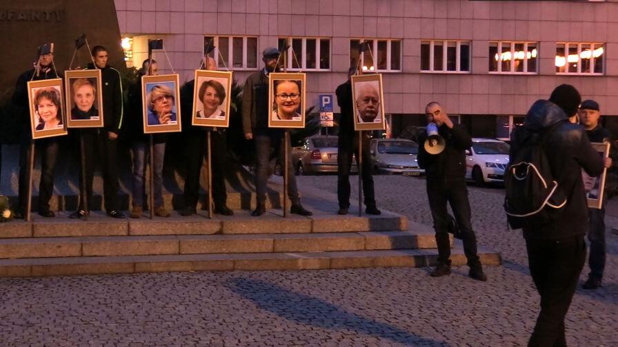 Wieszał portrety europosłów na szubienicach, pracuje jako asystent sędziego