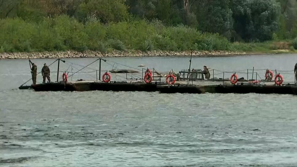 We wtorek żołnierze mają ukończyć prowizoryczny most na Wiśle