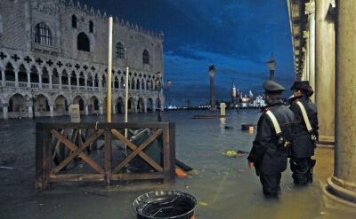 Zalane budynki, dwie ofiary śmiertelne i ogromne straty. Wenecja walczy z powodziami