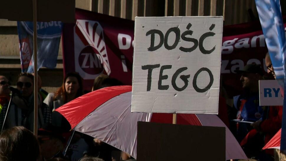 """Nauczyciele protestują w obronie swojego zawodu. """"Ledwo wiążę koniec z końcem"""""""
