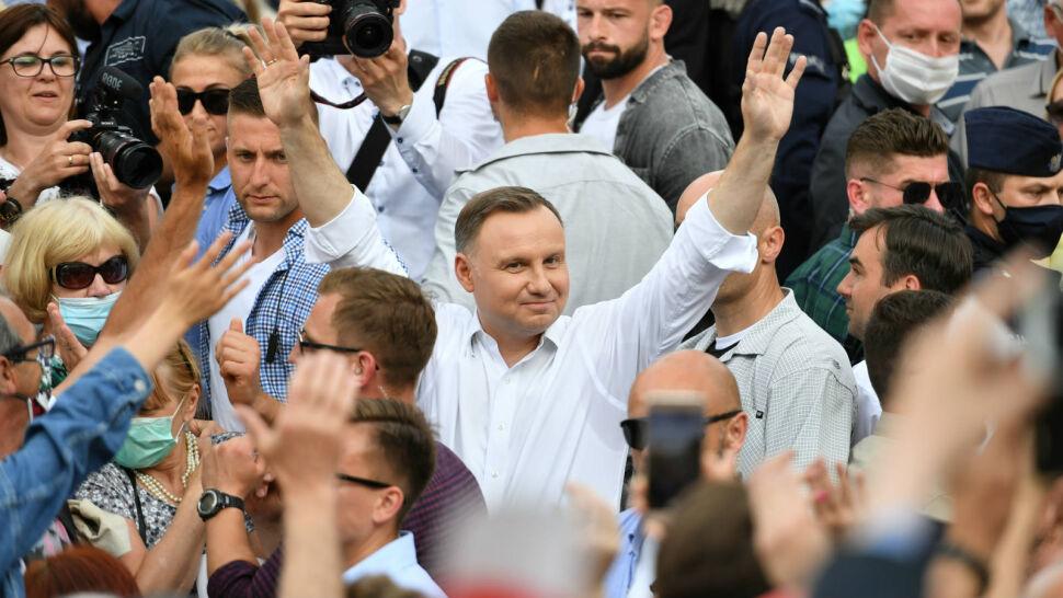 """Czy Andrzej Duda wywiązał się z obietnic? Sondaż dla """"Faktów"""" TVN i TVN24"""