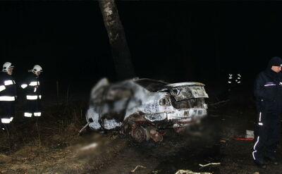 Uderzyli w drzewo, auto stanęło w płomieniach. Zginęło pięć młodych osób