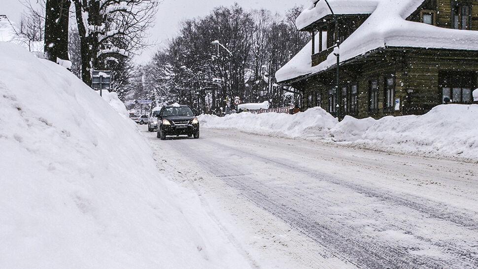 Śnieg, wiatr oraz niebezpieczny lód. Zima w Polsce