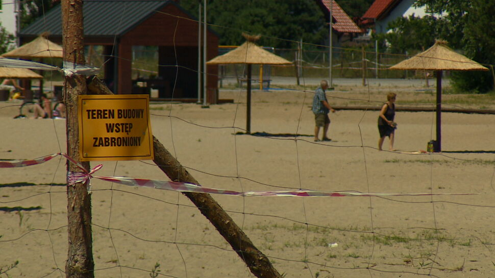 Na dworze upał, a na plaży plac budowy. Lato zaskoczyło władze Karnina