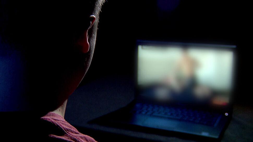 Pornografia w internecie może zastąpić edukację seksualną. Eksperci biją na alarm