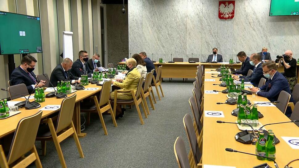 """""""Zamknąłem już komisję"""". Marian Banaś nie zdążył odpowiedzieć na wszystkie pytania"""