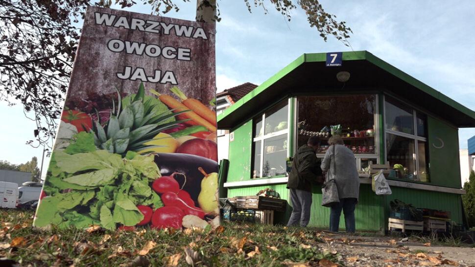 Jest niepełnosprawny, otworzył kiosk z warzywami. Z pomocą przyszli internauci